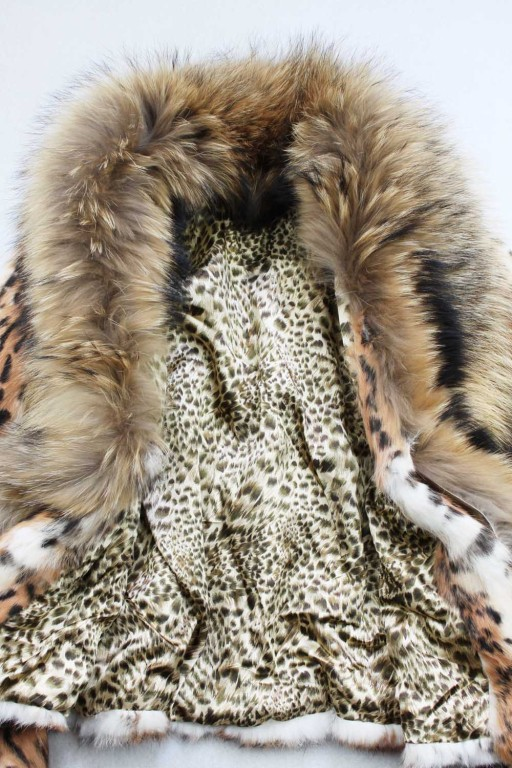 куртки из меха и кожи. шапка из меха енота.